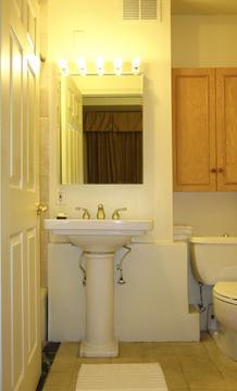 Second bathroom (en suite)