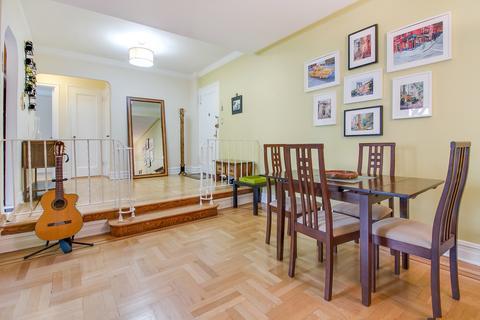 Living Room/Foyer
