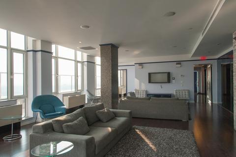 Skylight Lounge 1