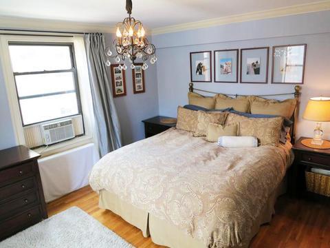 King Sized bedroom.
