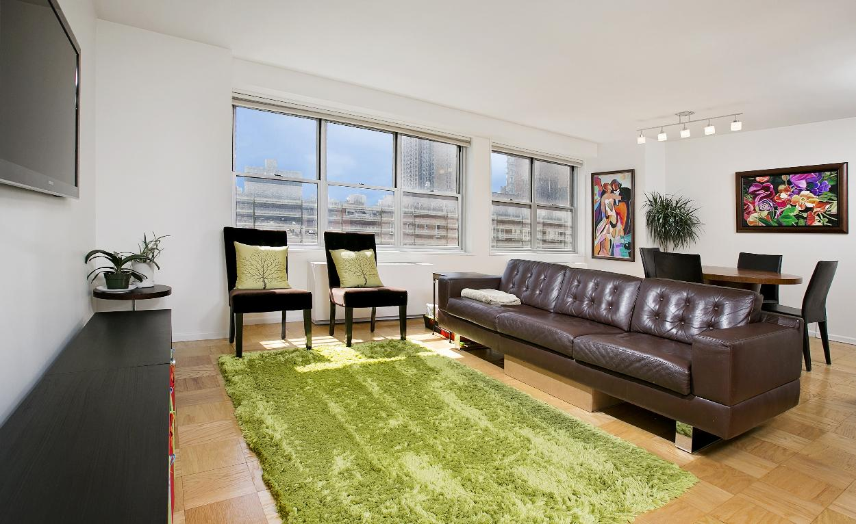 345 east 86th street 10b new york ny 10028 realdirect for Living room 86th st