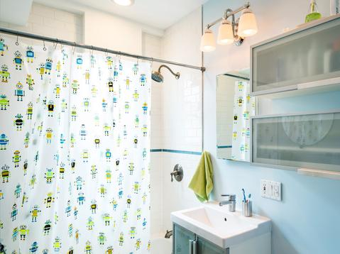Bright and airy bathroom renovated in 2007