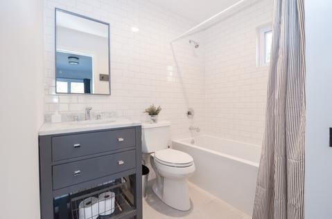 2 Masterbathroom