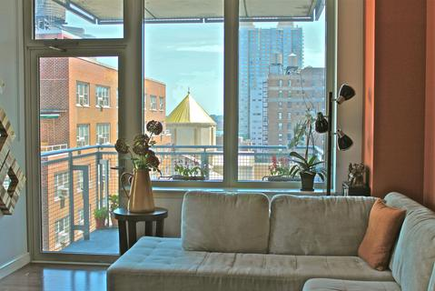 Living room-Balcony, East River view