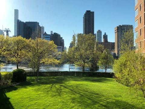 Manhattan/River Views from the Living Room and both Bedrooms