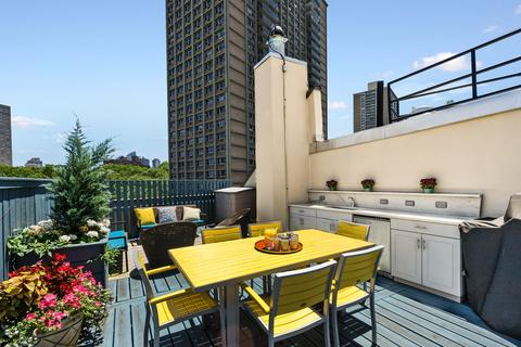 Roof Deck Kitchen/Dining Area